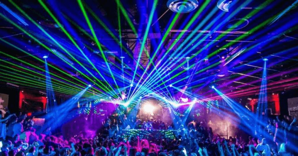 Ночные клубы москвы для несовершеннолетних пекин клуб в москве
