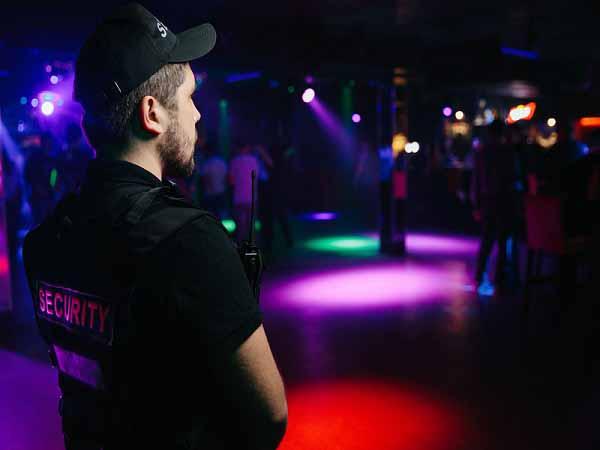 Охранный персонал ночного клуба